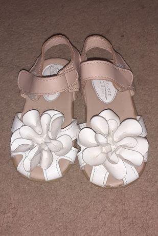 Продам дитячі сандали