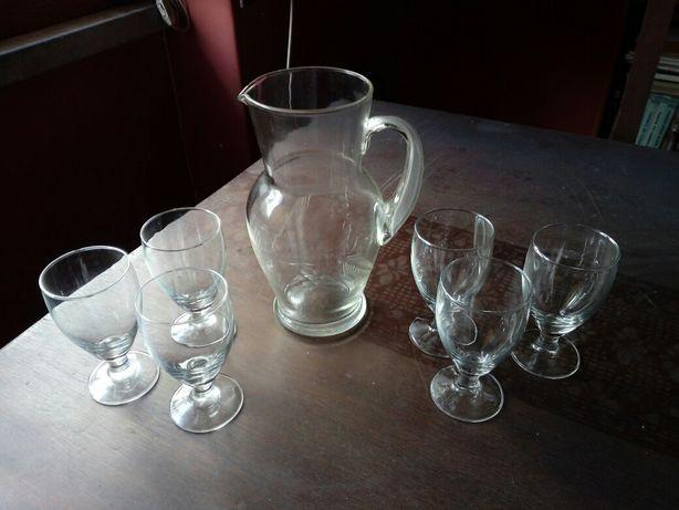 Jarro e copos antigos