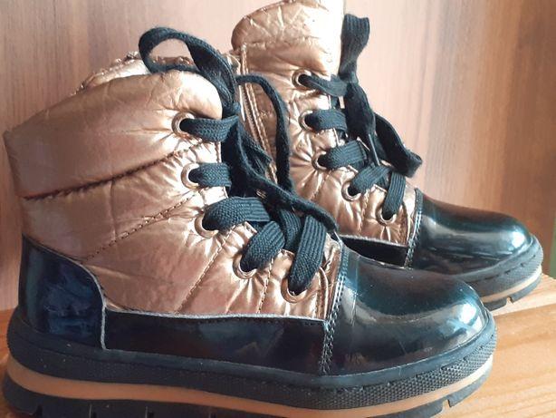 Зимові черевики на дівчинку