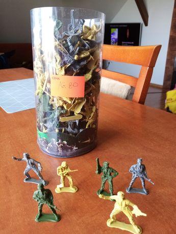 Żołnierzyki, figurki.