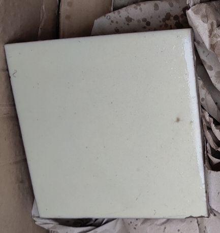 Остатки керамической плитки с упаковкой