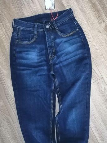 Новые джинсы на флисе 28 размер