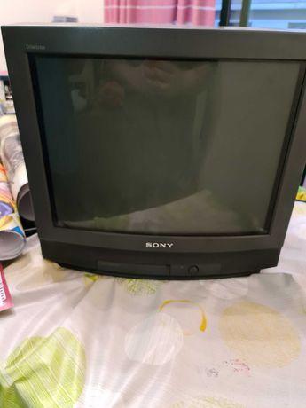 TV Sony Trinitron KV21T3E ideal para retro gaming
