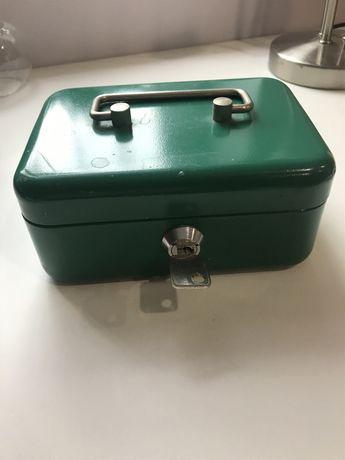 Металлическая коробка-кэшбокс
