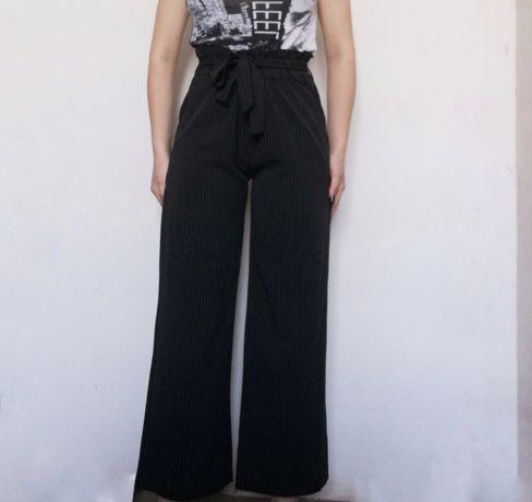 Классические штанишки в полоску на высокой талии