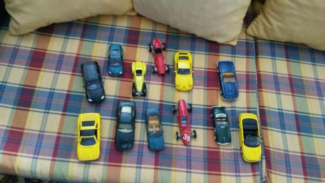 Doze miniaturas