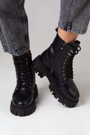 """Ботинки женские черные """"Int"""""""