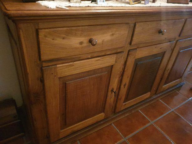 Aparador de sala em madeira maciça de castanho