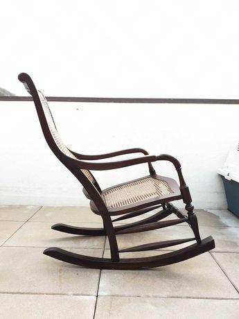 Cadeira baloiço em palhinha restaurada