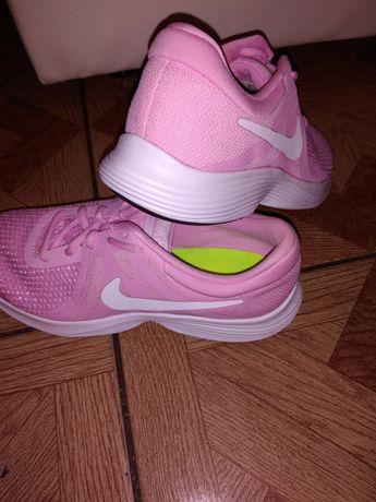Nike. Nowe adidasy damskie. Rozm 38.