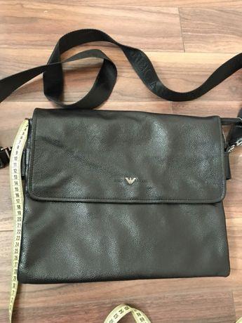Продам кожаную сумку Armani