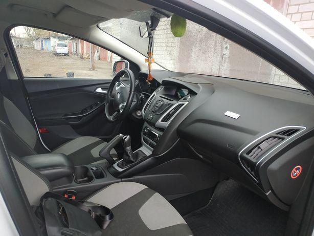 Автомобіль Ford Focus 2014 року. Машину брав з салону. Перший власник.