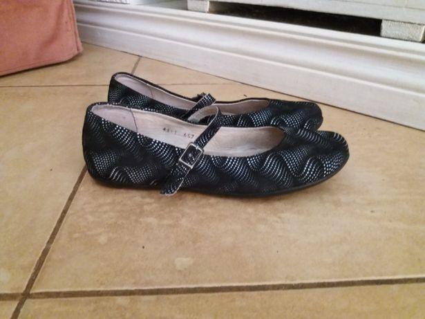 Продам туфли на девочку фирмы Braska