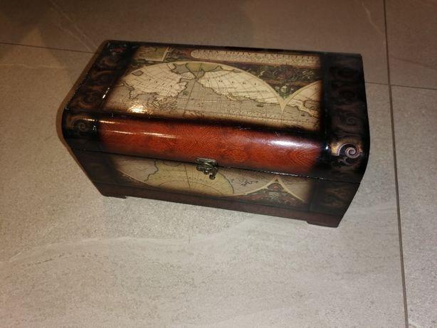 Drewniane pudełko szkatułka w stylu kolonialnym