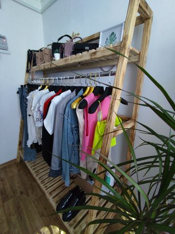 Стойка вешалка для одежды из дерева