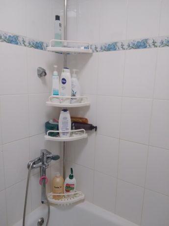 Продам угловую пластиковую полку в ванную комнату 550грн новая ,белая