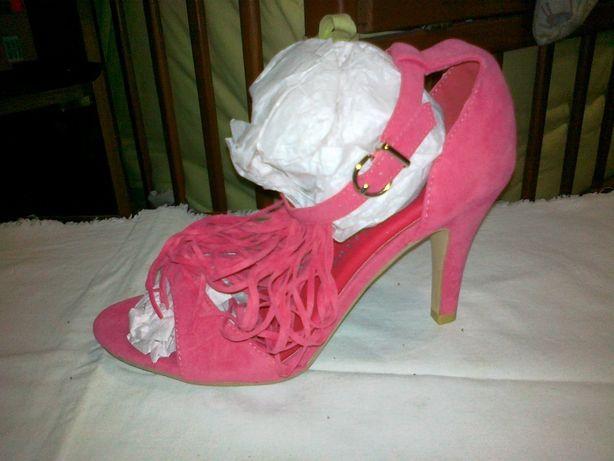 Туфли на каблуке 39 р.