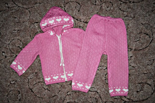 Нарядный вязаный костюм для девочки