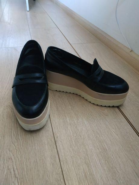 Продам туфли на высокой подошве
