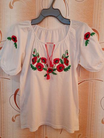 Жіноча вишита футболка