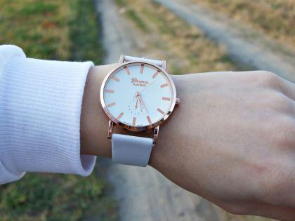 Damski klasyczny zegarek skórzany pasek kolor biały