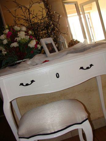 Stylowy biały stolik z siedziskiem ślub pod księge gości wesele dowóz