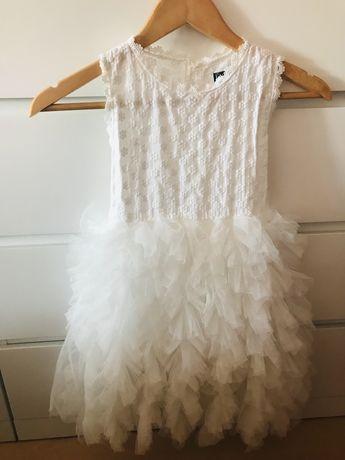Vestido Branco Bordado e com folhos