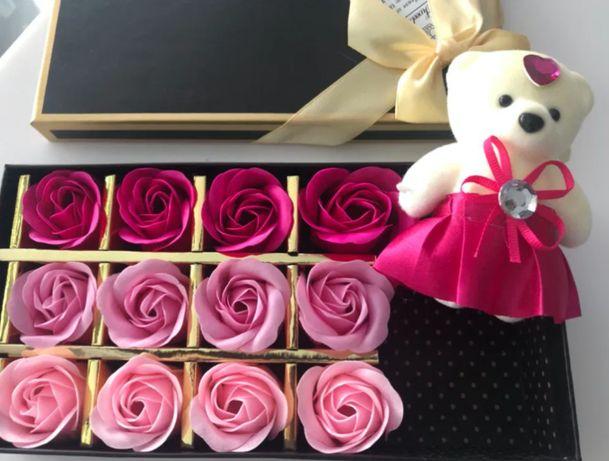 ОПТ/РОЗ Подарок для любимой. Набор роз из мыла с мишкой