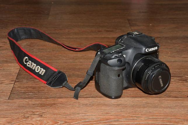 Canon EOS 7d + об'єктив 50 mm та карта пам'яті на 16 Gb
