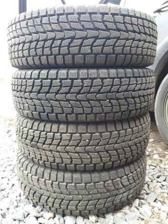 Шины зима Dunlop 215 70 R15 зима 205. Как новые. Стояли на Нива