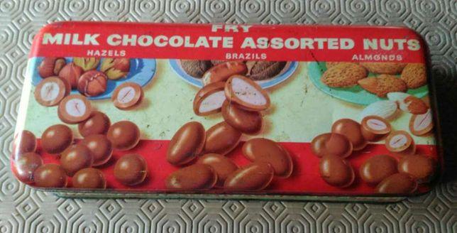 Lata de chocolates antiga