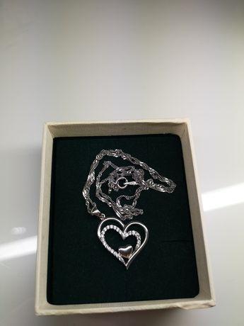 Walentynkowy łańcuszek z serduszkiem i diamencikami wyjątkowy