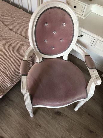 Krzesło fotel tapicerowany dla księżniczki, pudrowy róż