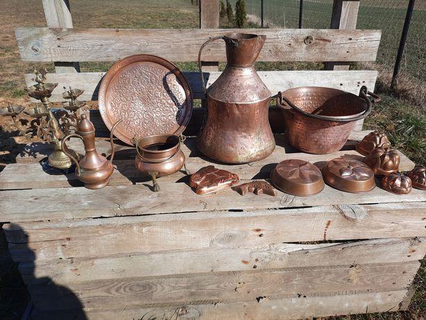 Naczynia miedziane miedź starocia zabytek ozdoba