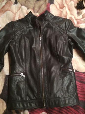Кожаная куртка 48 р