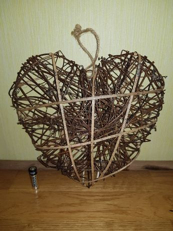Декоративное сердце из лозы