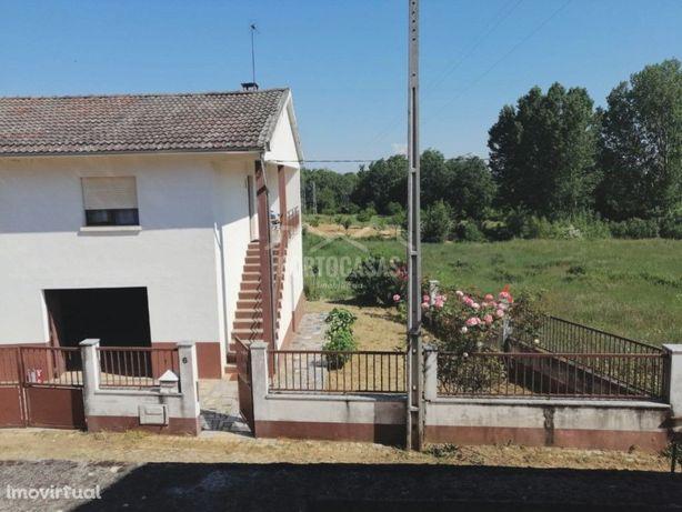 Moradia de 2 pisos e 4 frentes I Bragança