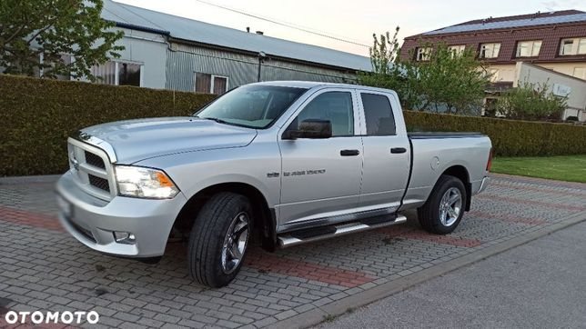 Dodge RAM 1500 5,7L HEMII 4X4 ciężarowy