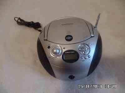 Radioodtwarzacz przenośny GRUNDIG RCD 1440 (bum-box)