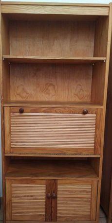 móvel em madeira de pinho em bom estado de conservação