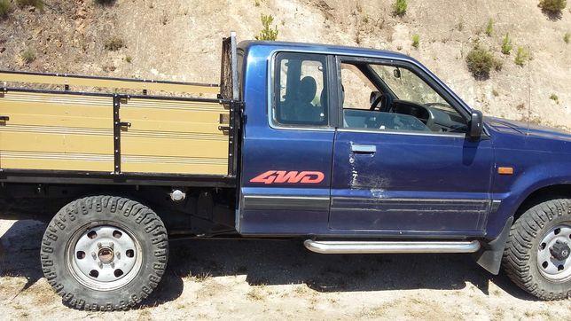 Mazda B2500 pick up 4x4