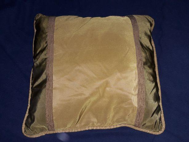Almofada decorativa verde e dourado