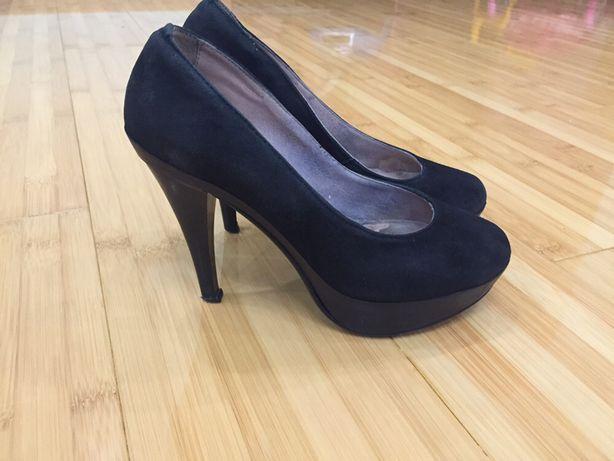 Туфли на каблуках шльопки туфлі шльопанці