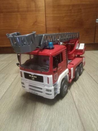 Zabawka duży samochód strażacki