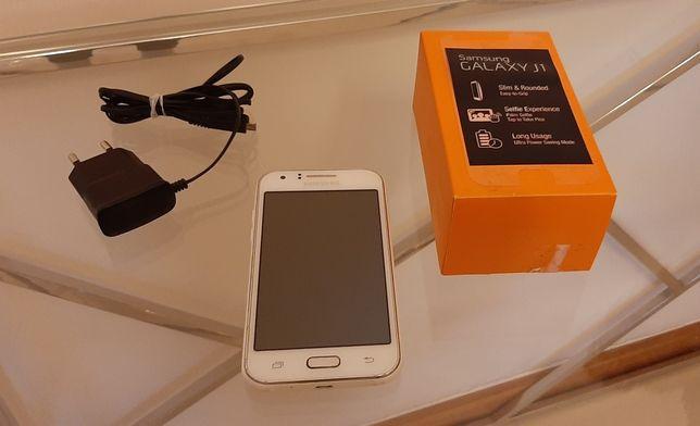 Samsung Galaxy J1 biały z oryginalna ładowarka i nakładka królik