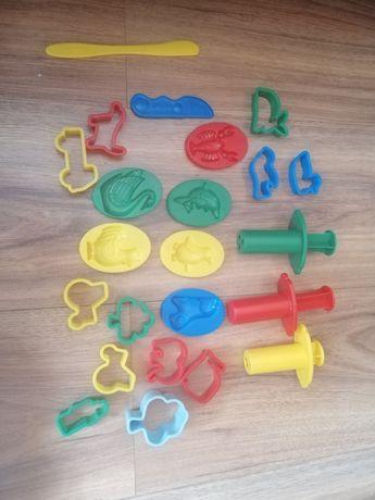 Foremki do zabawy i maszynka do robinia kształtów