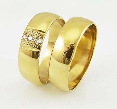 złote obrączki z kamieniami