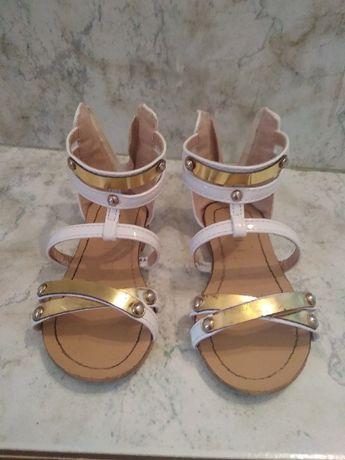 Sandałki dziewczęce 21