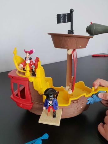 Statek Jake i Piraci z Nibylandii