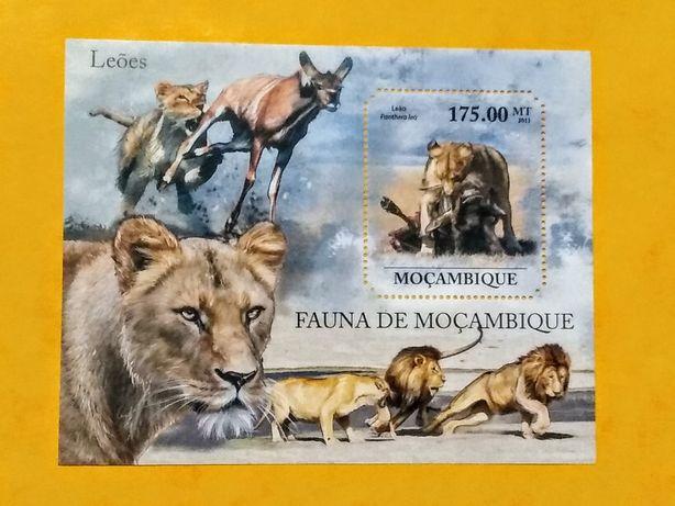 Znaczek blok Mozambik 2011 lwy